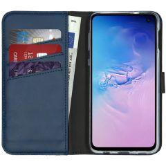 Selencia Echtleder Booktype Hülle Blau für Samsung Galaxy S10e