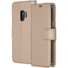 Accezz Goldfarbenes Wallet TPU Booklet für das Samsung Galaxy S9