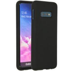 Accezz Liquid Silikoncase Schwarz für das Samsung Galaxy S10e