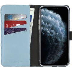 Selencia Echtleder Booktype Hülle Hellblau für das iPhone 11 Pro